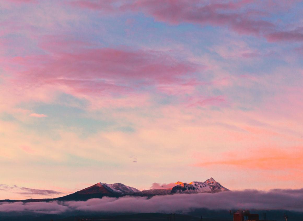 Aurore sur la cime des montagnes